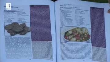 Издадоха книга с рецепти от сериала Приятели