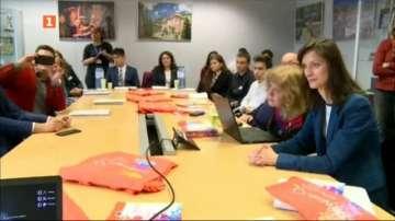 Мария Габриел се срещна с ученици и студенти по информационни технологии