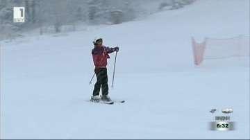 Деца се обучават безплатно да карат ски