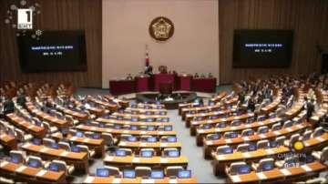 Парламентът на Южна Корея решава дали да отстрани президента