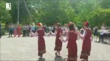 Български училища в чужбина се включиха в инициативата Розите на България