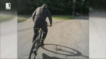 Мъжът, който блъсна с колелото си дете в Южния парк, остава в ареста за 72 часа