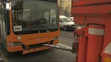"Автобус се запали на бул. ""Цариградско шосе"", няма пострадали"