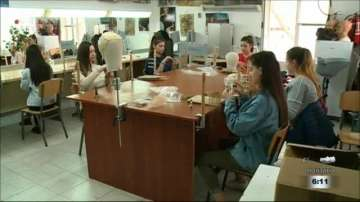 Ученици от Пловдив изработват перуки за онкоболни жени