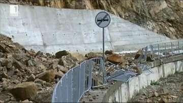 Пети ден е затворен пътят Смолян - Мадан заради свлачище
