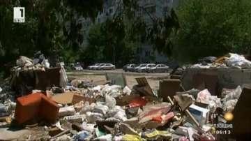 Улица във Варна се превърна в сметище