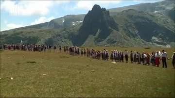Глобяват организаторите на вчерашното хоро на Рилските езера