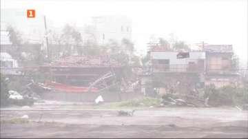 Мощна буря връхлетя Япония