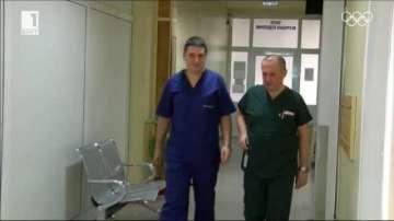 Двама мъже учат за медицински сестри във Велико Търново