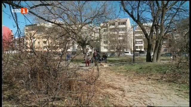 Снимка: Омбудсманът се среща с протестиращи заради застрояване в Пловдив
