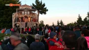 Хиляди вярващи се помолиха за здраве и пренощуваха в местността Кръстова гора