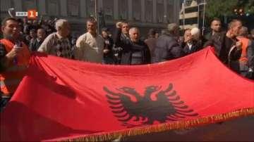 Сблъсъци пред албанския парламент