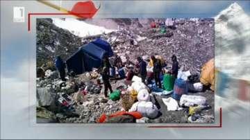 5 тона боклуци са били почистени от Еверест