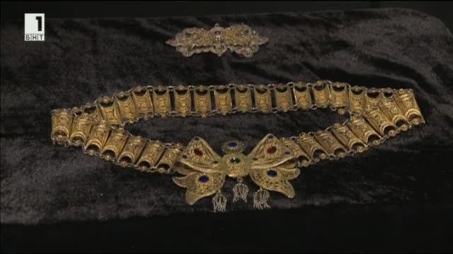 Изящни накити изработени от български майстори златари показват в Националния