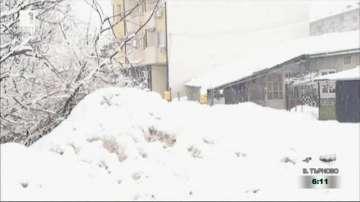 Преспи сняг затлачват реката в Търговище