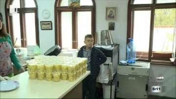 Ученици от Благоевград даряват храна за бедни хора