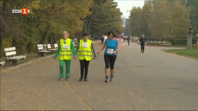Десетки незрящи пробягаха в Южния парк в София 5-километрово трасе