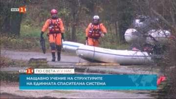 Пожарникари, полицаи и медици в учение за реакция при инцидент със самолет