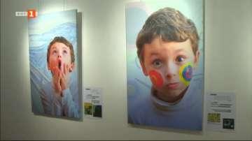 Атрактивна изложба запознава децата с творчеството на бележити художници