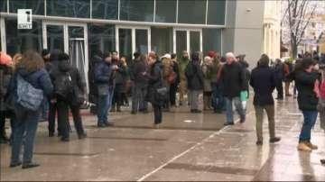 Граждани и културни дейци протестираха пред сградата на БНТ
