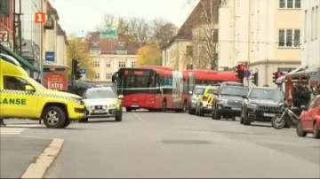 Мъж открадна линейка и се вряза в пешеходци в Осло, има ранени