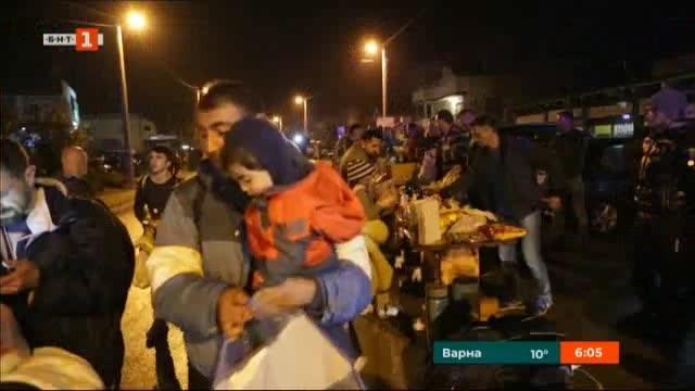 Няколко десетки мигранти, включително жени и деца, са пристигнали на