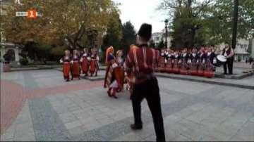 В Пловдив започна Дефилето на младото вино