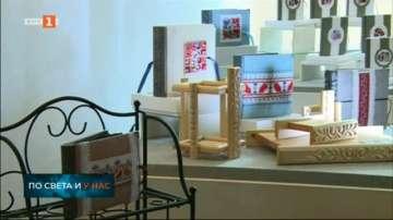 Показват колекция от ръчно изработени фотоалбуми с дърворезба и шевици в Разлог