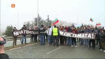 Протестиращи спряха символично за броени минути движението по пътя Русе-София