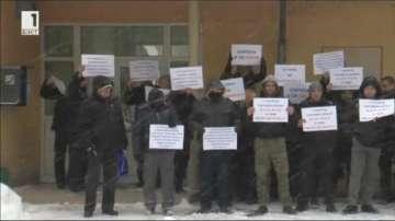 Надзиратели от Централния софийски затвор излязоха отново на протест