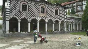 Стенописи в храм Въведение Богородично в Благоевград се нуждаят от реставрация