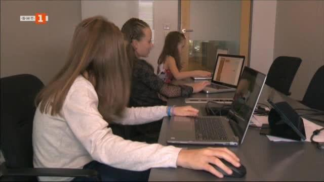 Снимка: Деца - програмисти обучават евродепутати в Брюксел
