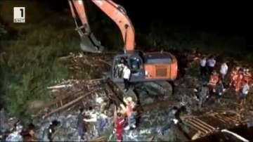Осем души загинаха след срутване на мост в Китай