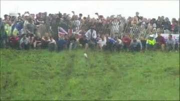 Състезание по търкаляне на сирена се проведе в Англия