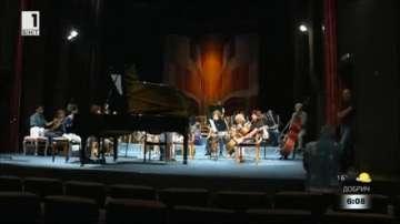 Талантливи деца свирят заедно с оркестъра на Камерна опера в Благоевград