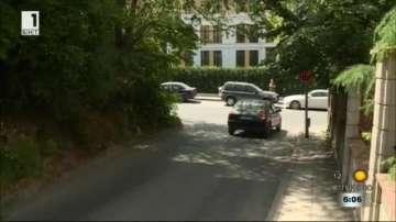 Гъста растителност скрива пътните знаци във Варна