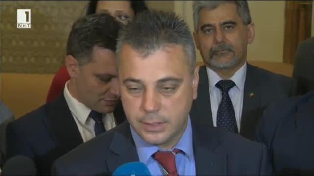 Изненадващо депутатите от ВМРО днес влязоха в стаята на ДПС
