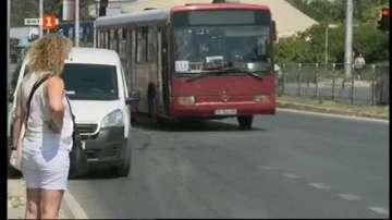 Близо половината градски автобуси във Варна са без климатици