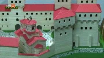 Русенец направи макет на средновековния замък в Червен от бъркалки за кафе