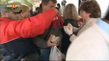 Сняг и студ в Гърция: Отвориха временни подслони за бездомни в Атина