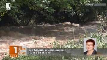 Кметът на Тетевен: Има няколко наводнени къщи, но обстановката се нормализира