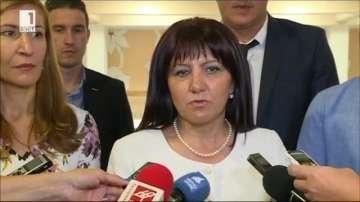 Караянчева: Коланите в автобусите ще станат задължителни