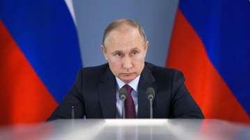 Владимир Путин рецитира стих, посветен на жените