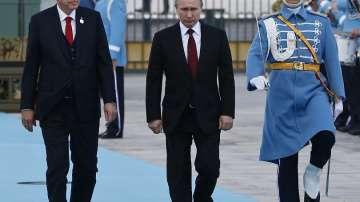 Посрещнаха Путин с военни почести в президентския дворец в Анкара