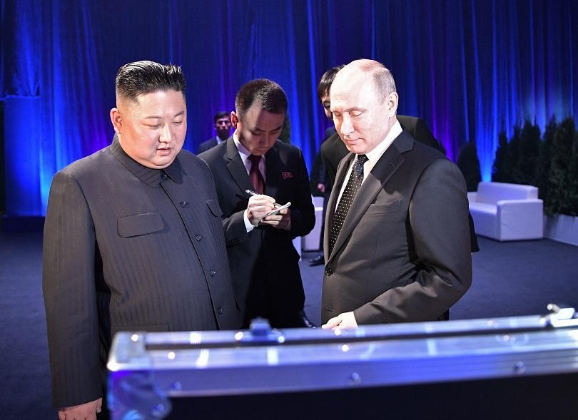 Историческата първа среща между Путин и Ким Чен Ун премина в добро настроение