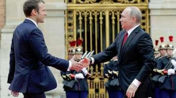 Путин пристигна във Франция за първа среща с Макрон