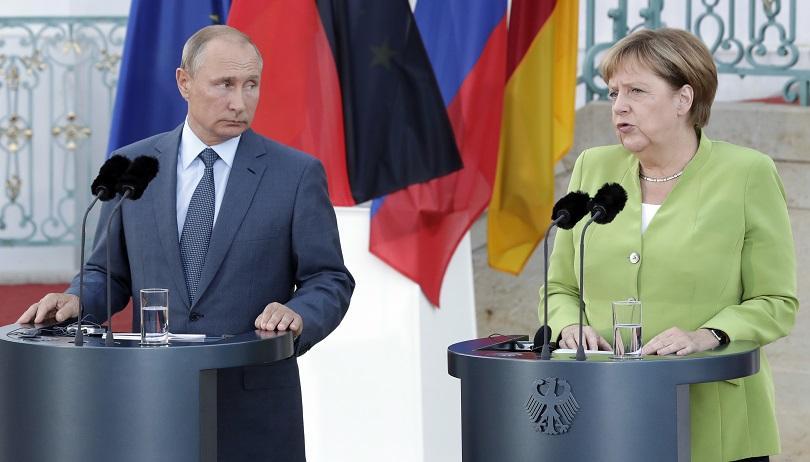 Руският президент Владимир Путин е в Германия, където провежда среща
