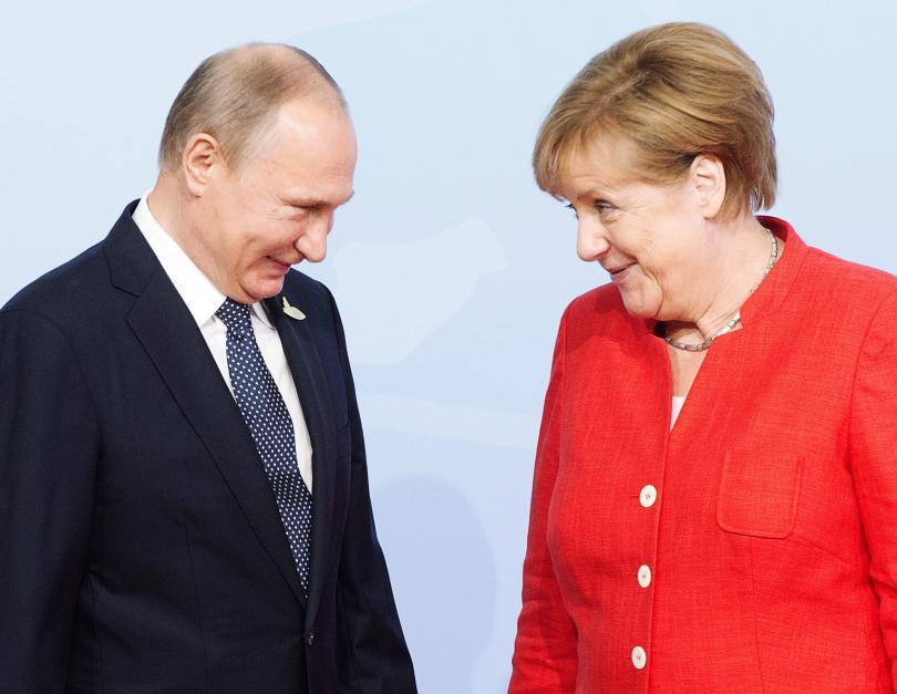 Владимир Путин и Ангела Меркел по време на срещата Г-20