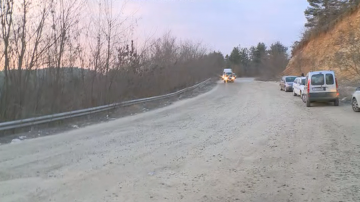 Жители на три общини излязоха на протест срещу лошото състояние на пътищата