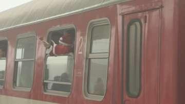 Стотици допълнителни влакове и автобуси за празниците